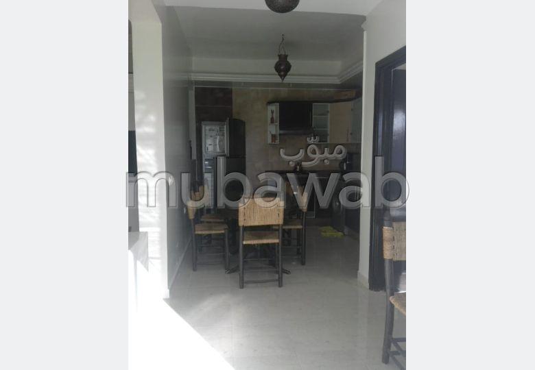 Louez cet appartement en Centre ville. 2 chambres agréables. Salon Marocain et antenne parabolique.