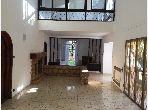 Suntuosa villa en venta. 7 Dormitorios. Plazas de parking y bonito jardín.