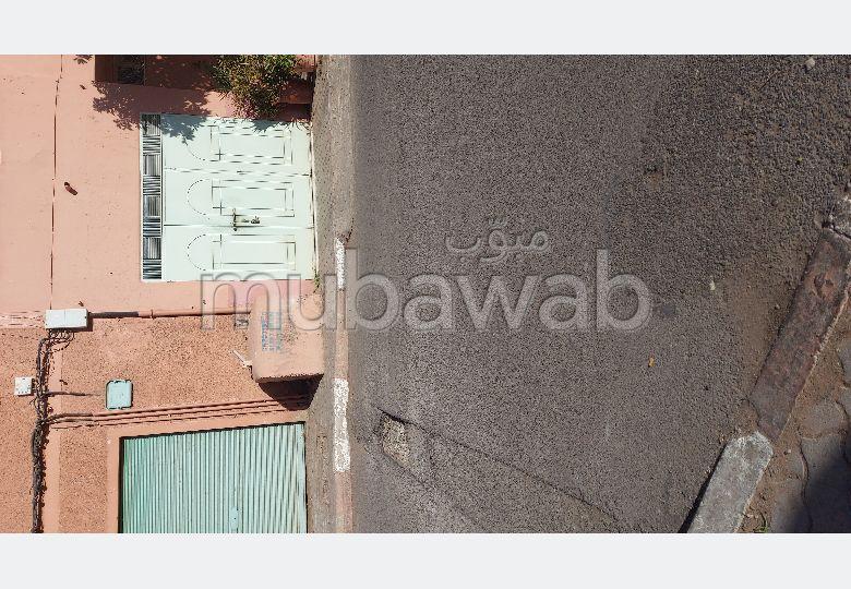شقة رائعة للإيجار بطريق أكادير الصويرة. المساحة الإجمالية 140 م².