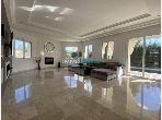 Esplendida villa en venta en Malabata. Área total 1000.0 m². Aire condicionado y chimenea.