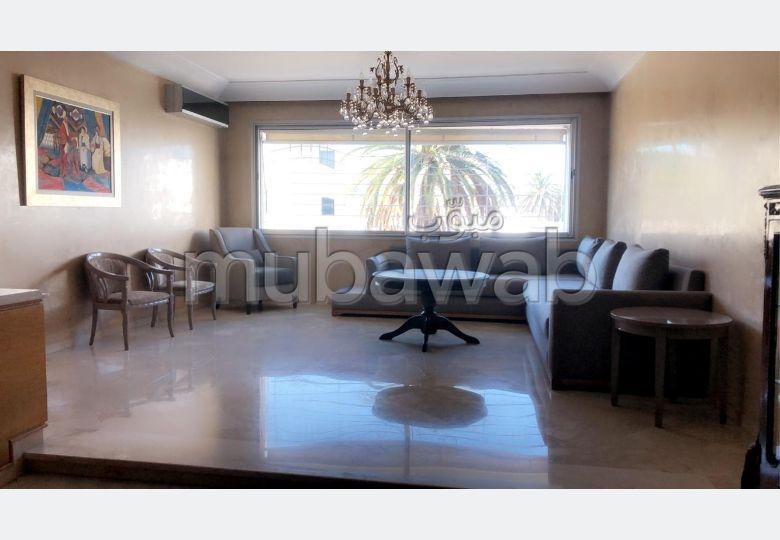 Superbe appartement à louer à Casablanca. Surface totale 160.0 m². Bien meublé