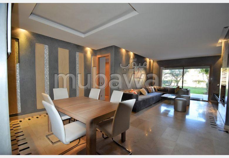 شقة جميلة للكراء بأكدال. المساحة 130 م². مفروشة.