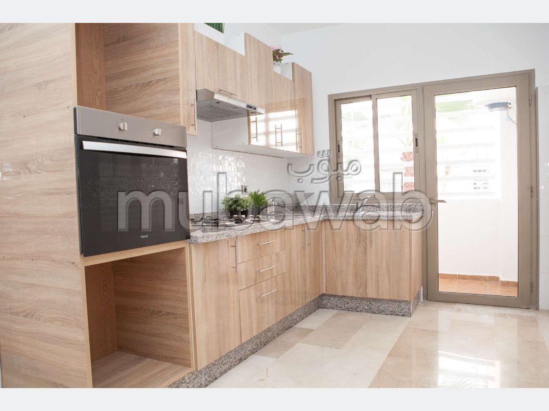 Se vende piso en Bettana. 2 dormitorios.