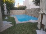 Une villa de luxe avec piscine
