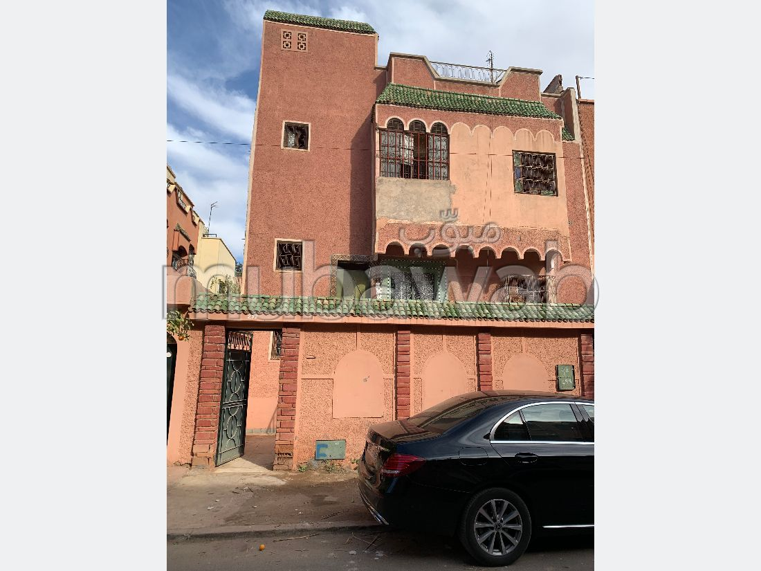 House for sale in Hay Al Hassani. 10 living areas. Car park.