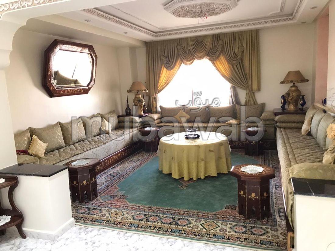 شقة جميلة للكراء بوسط المدينة. 3 غرف ممتازة. مفروشة.