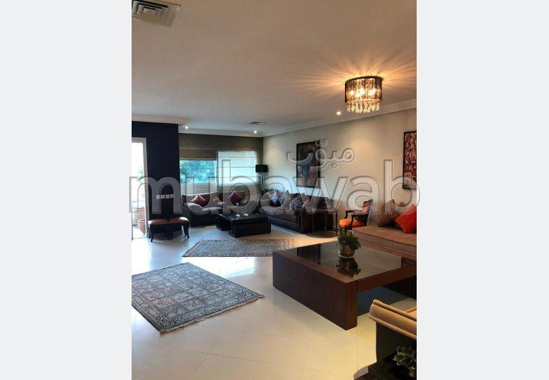 شقة للبيع ب شون كورس. 3 غرف جميلة. شرفة ومصعد.