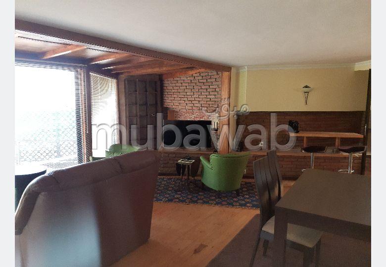 Se alquila este piso en Jbel Kbir. Dimensión 130 m². Completamente amueblado.