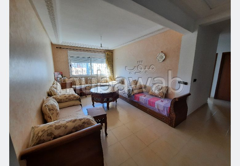 Flat for rent in Moujahidine. Dimension 90 m². Fully furnished.