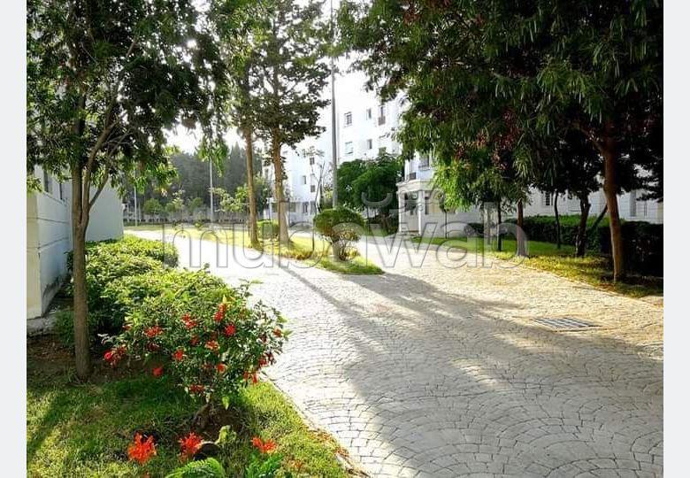 شقة رائعة للايجار ب الطريق الوطنية اصيلة (N1). 2 غرف جميلة. مفروشة.