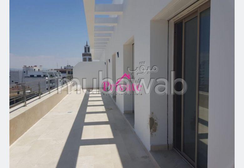شقة جميلة للكراء ب ايبرية. 3 غرف جميلة. مكان وقوف السيارات وشرفة.