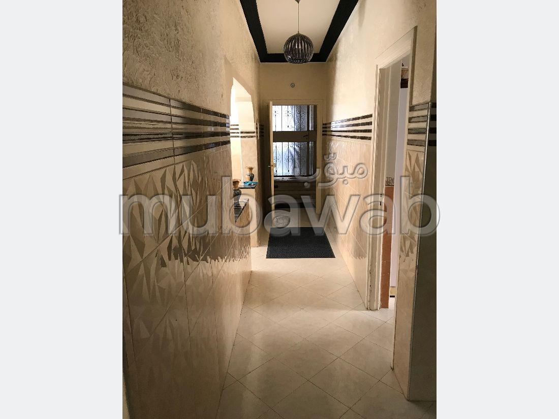 Bonito piso en venta en Oulad Wjih. Superficie de 145 m². Terraza y jardin.