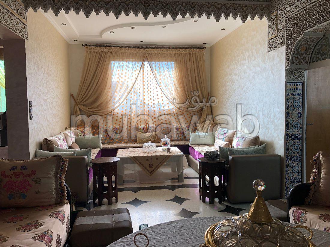 Casa en venta en Itissal. 3 habitaciones. Salón con decoración marroquí, sistema de parábola general.