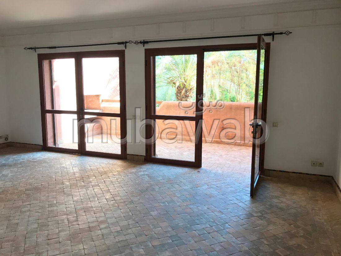 شقة للإيجار ب رياض الاطلس. 2 غرف جميلة. موقف السيارات وشرفة.