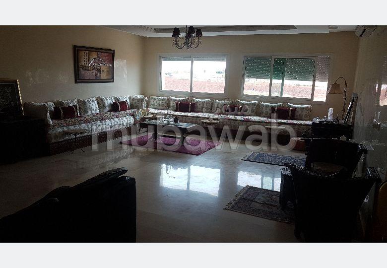 شقة رائعة للبيع ب عين عمير. المساحة الكلية 172 م². مكان وقوف السيارات وشرفة.