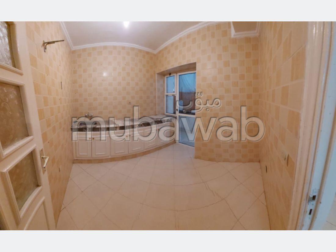 شقة رائعة للبيع ب مغوغة. 3 غرف ممتازة.