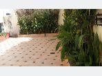 فيلا جميلة للبيع ب حي الحداوية. المساحة الإجمالية 200 م². شرفة جميلة وحديقة.