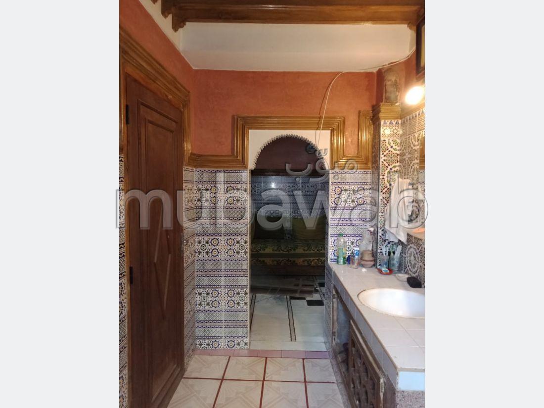 شراء منزل مميز ب قاع المشرع. المساحة الإجمالية 46 م². صالون مغربي.