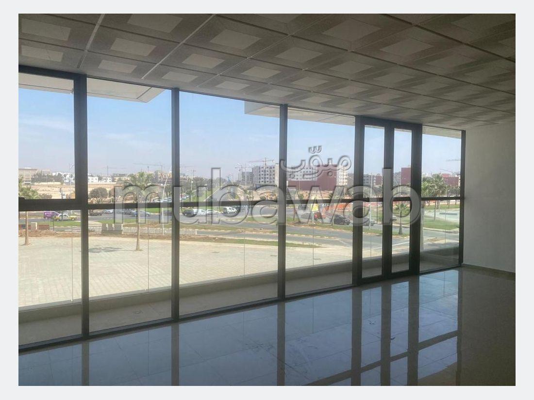 Beaux bureaux à louer à Agadir. Surface totale 79. M²