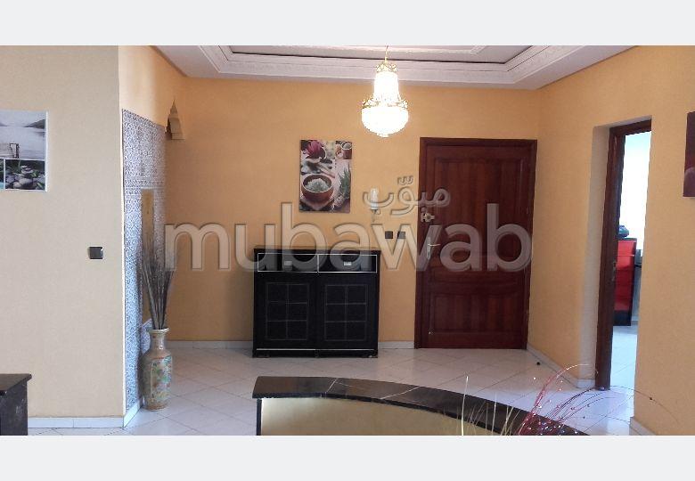 شقة رائعة للبيع ب معمورة. 3 غرف جميلة. مفروشة.