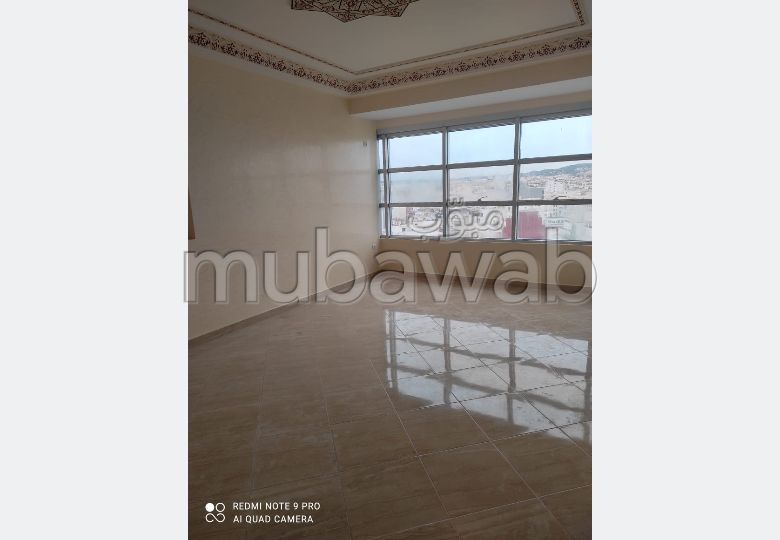 Rent this apartment in Malabata. 3 Large room. Double glazed windows and reinforced door.