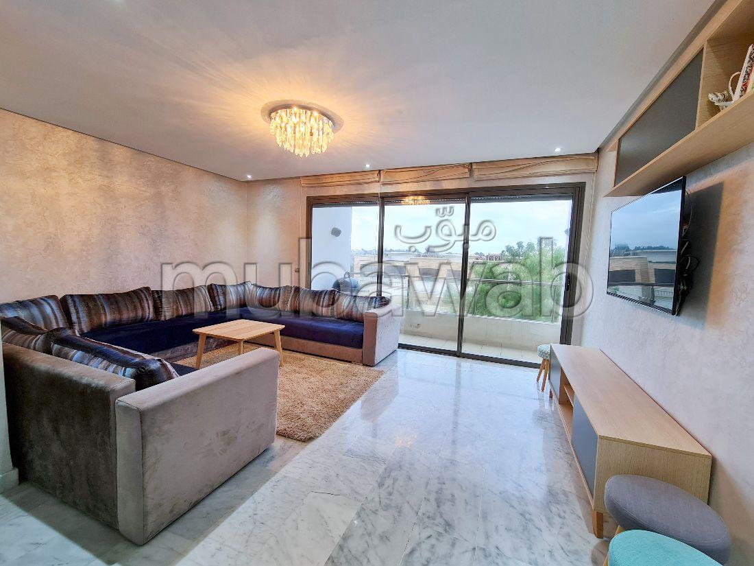 شقة جميلة للبيع ببوسكورة. 2 غرف جميلة. باب متين ونظام الزجاج المزدوج.