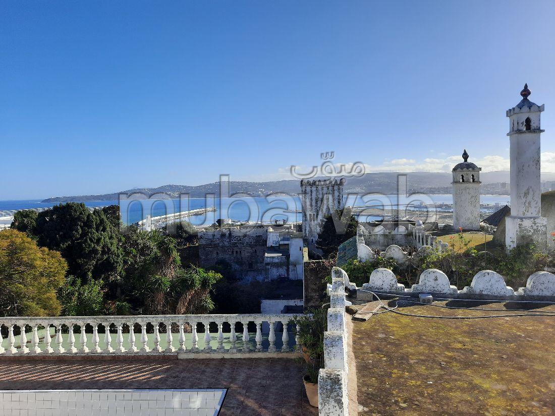 Casa en venta en Médina. Pequeña superficie 154 m². Vista a la montaña, calefacción central.