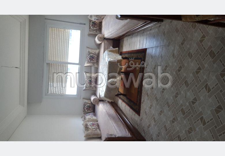 Appartement en location à Jirrari. Surface totale 90 m². Meublé.