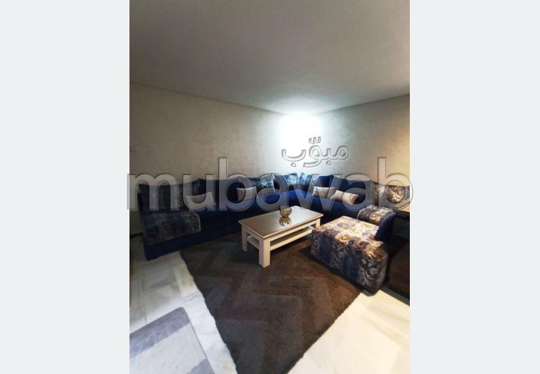 Bonito piso en venta en Guéliz. Gran superficie 60 m². Residencia con conserje, aire condicionado general.