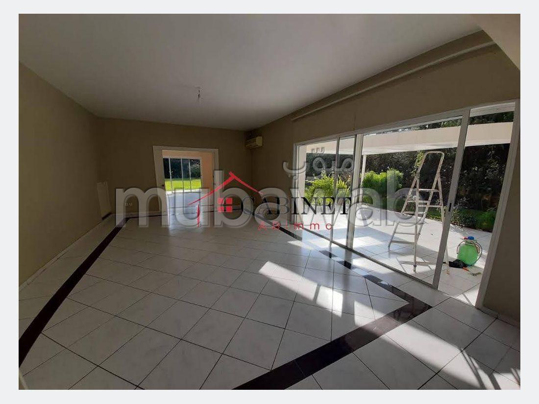 Oficinas en alquiler en Souissi. Gran superficie 2000 m². Parking y terraza.