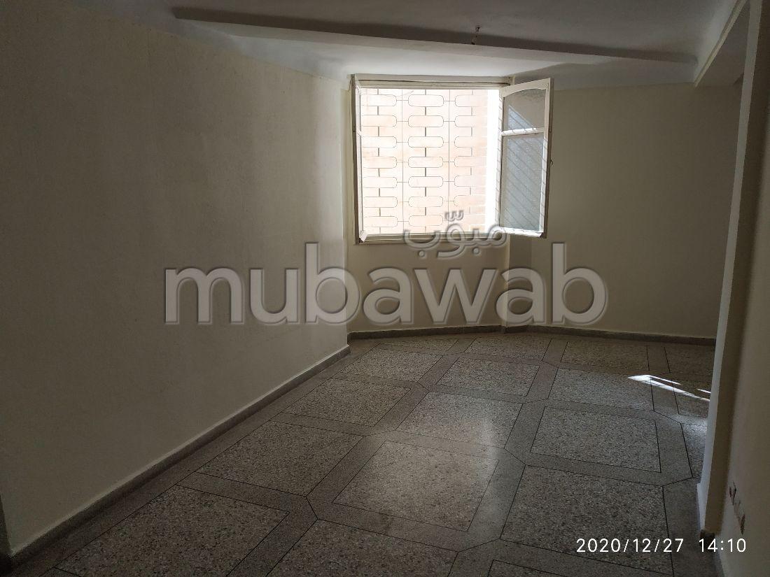 Piso en venta en Quartier Oued Fes. 2 Gabinete. Puerta blindada, salón marroquí.