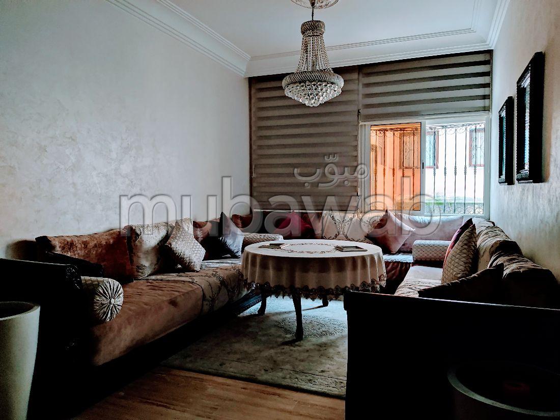 شقة للشراء ب لاجيروند. المساحة الكلية 70 م². موقف سيارات ومصعد.