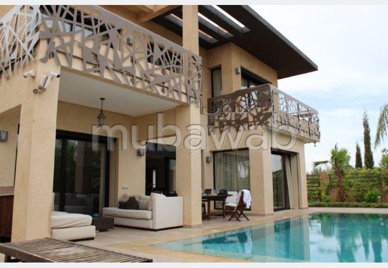 Superbe villa de 4 chambres dans domaine golfique