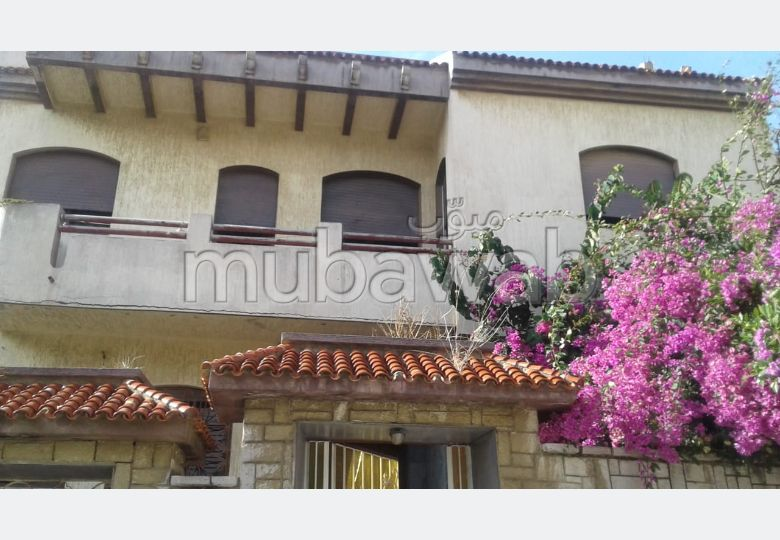 Luxury villa for sale in Charf. Area of 237 m². Garage and terrace.