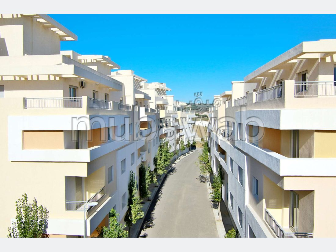 Sale of a lovely apartment in Du Golf. Area 90 m².