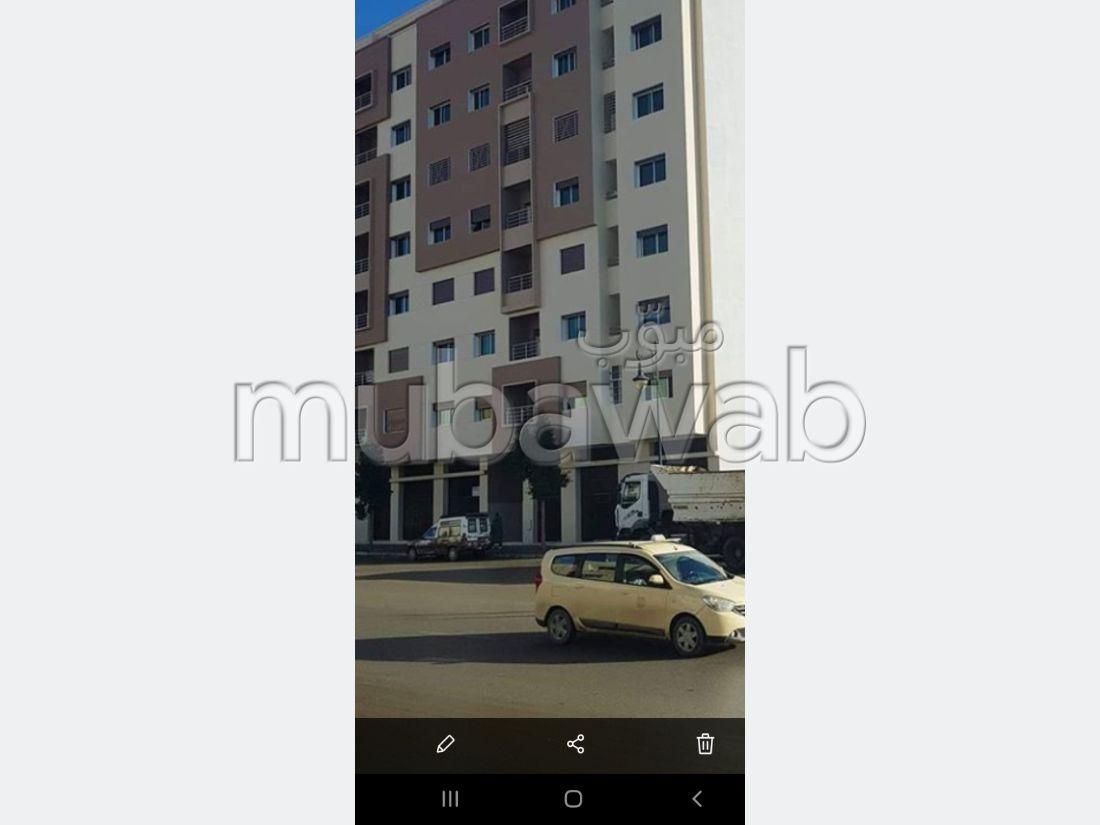 Piso en venta en Aouama Gharbia. 3 Dormitorios. Típico salón marroquí, residencia segura.