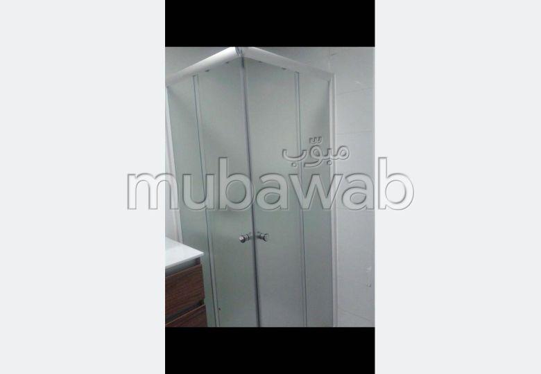 شقة للبيع ب طنجة البالية. 2 غرف ممتازة. خدمات الكونسياج ، و تكييف الهواء.