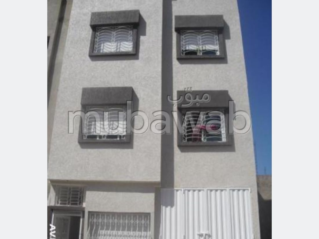 House for sale in Sidi Maarouf. Surface area 120 m². Living room with Moroccan decor, General satellite dish system.