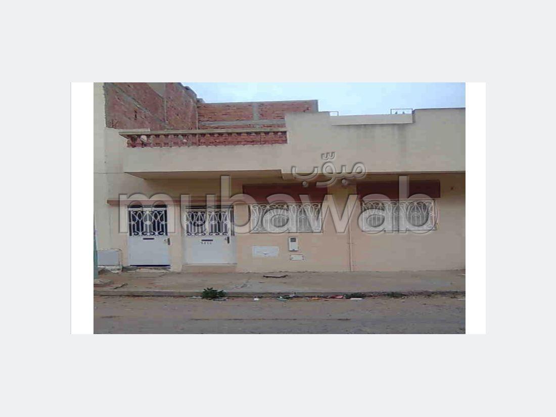 شراء منزل مميز ب الاسماعيلية. المساحة 90 م². باب متين ، صالة مغربية تقليدية.