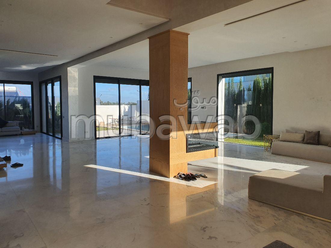 Magnifique villa à vendre à Casablanca. 5 chambres. Tout confort avec piscine et cheminée