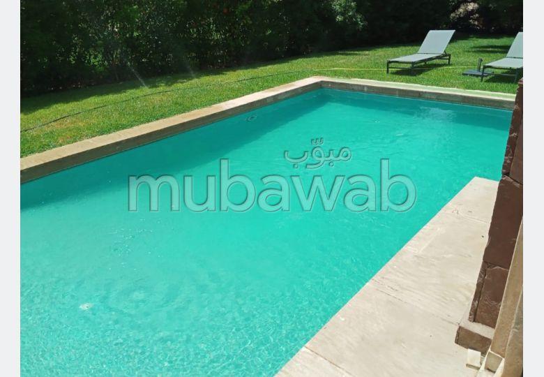 Se alquila este piso en Route de Fez. Superficie de 1200 m². Bien decorado.