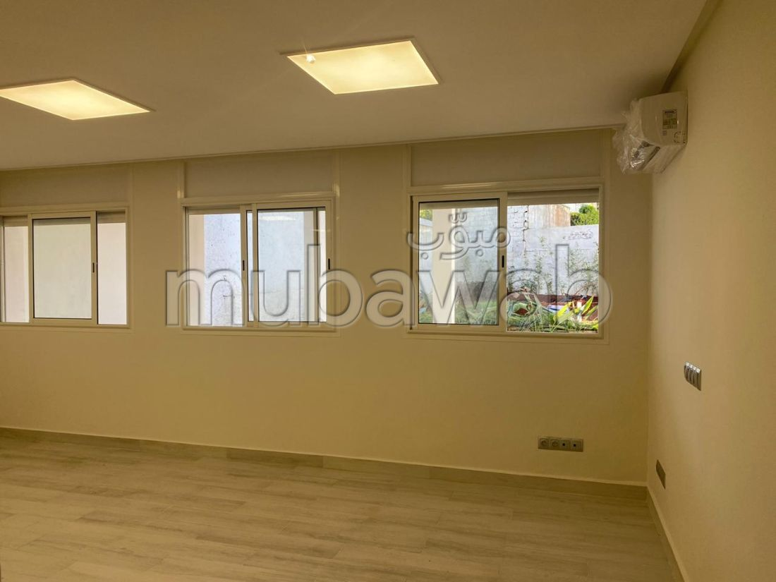 Offices for rent in Agdal. Total area 500 m². Carpark, Balcony.