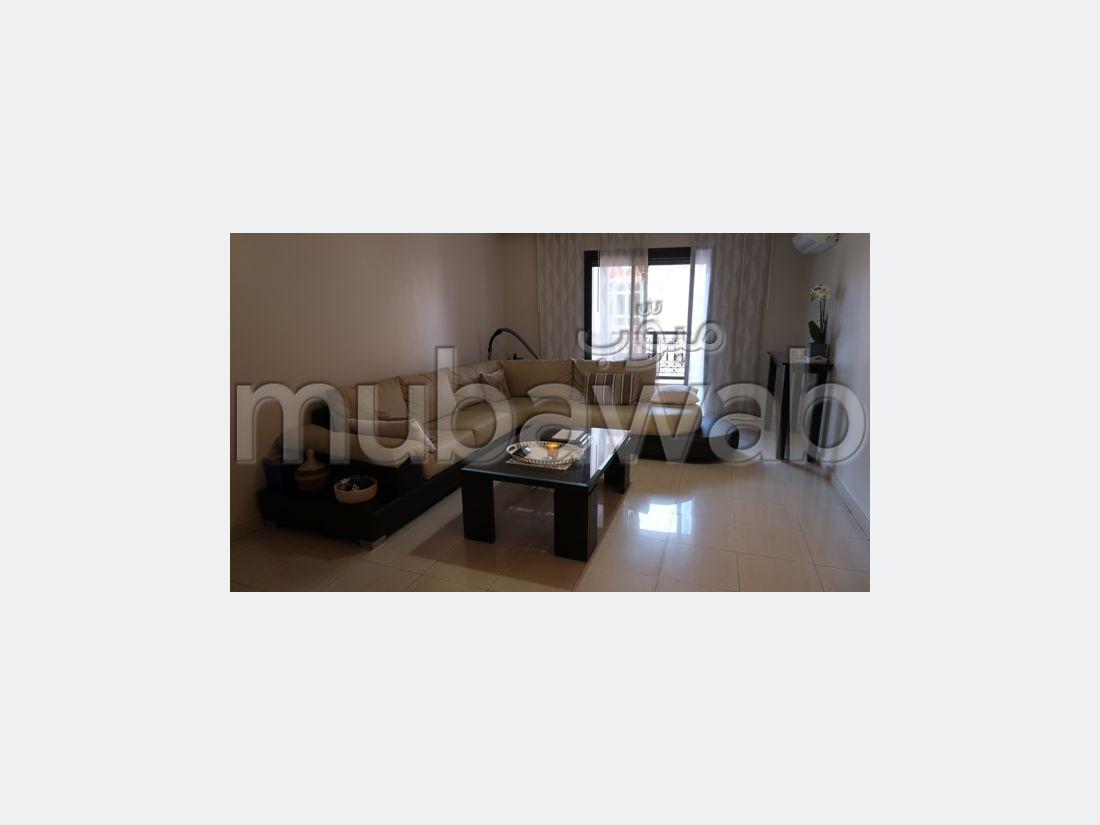 Se vende piso en Route Casablanca. 4 habitaciones confortables. Ascensor y garaje.