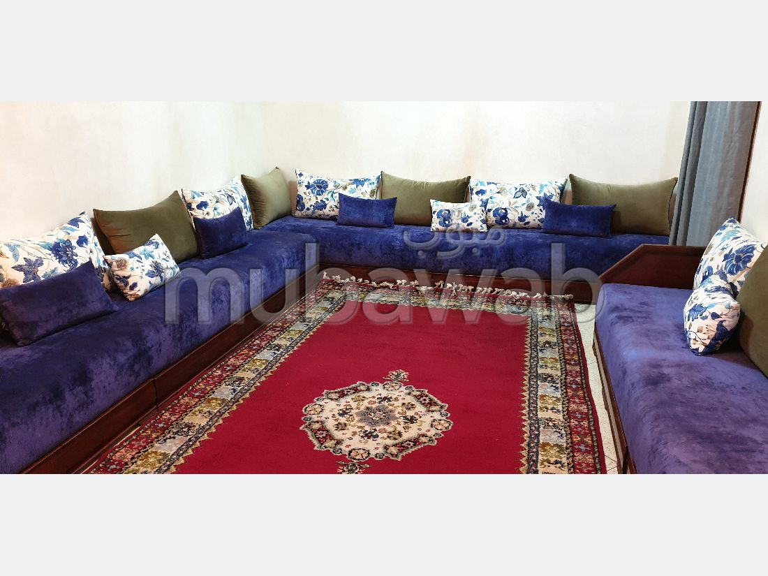 Very nice house for sale in Al Qods. 5 Cabinet. Private garage.