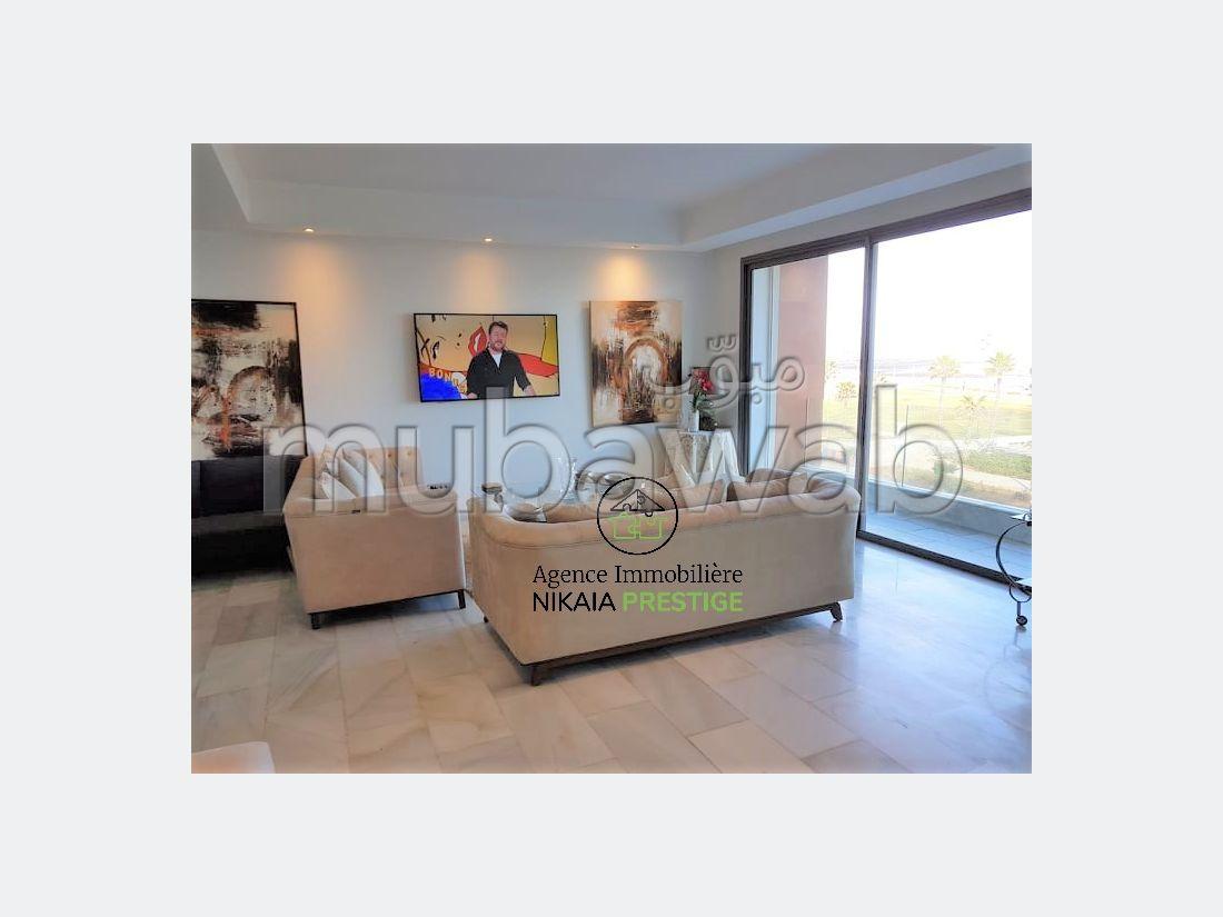 شقة رائعة للايجار ب بوركون الغربي. المساحة 152 م². مفروشة.