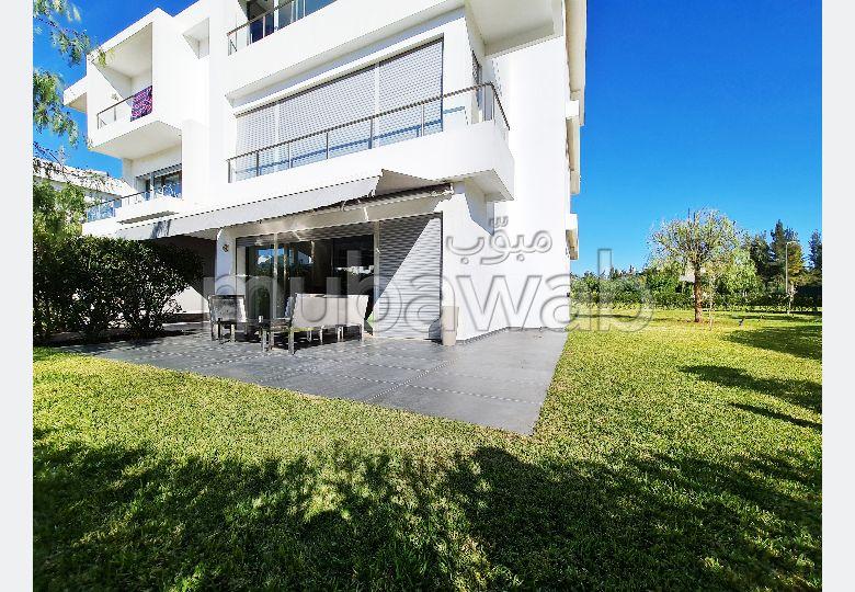 شقة للبيع ببوسكورة. المساحة الإجمالية 149 م². مدفأة ومكيف الهواء.