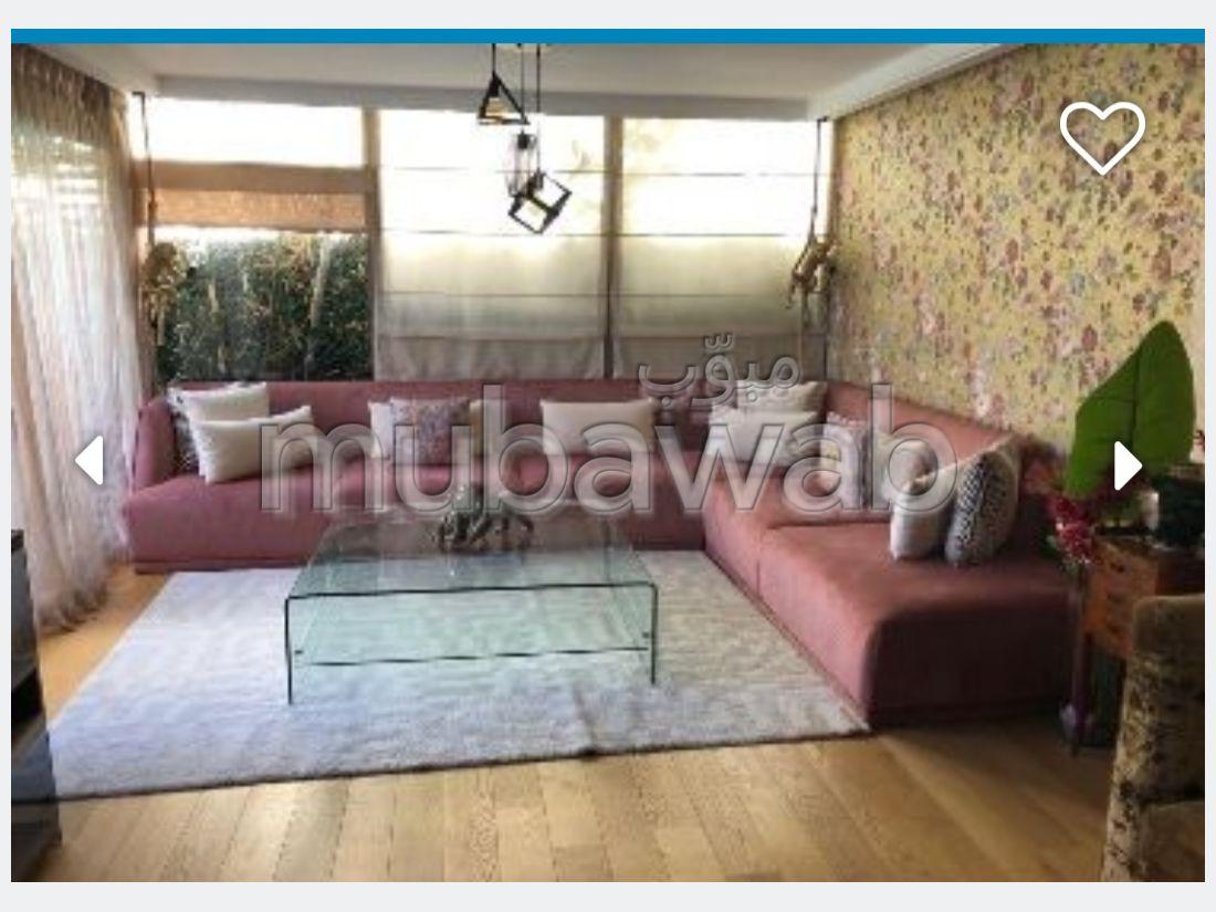 Somptueuse villa à vendre à Dar Bouazza. 5 pièces. Concierge et piscine.