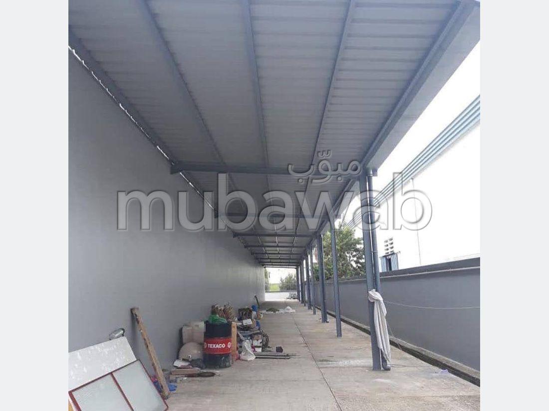 Oficinas y locales comerciales en venta en Route Nationale Assilah (N1). Gran superficie 2400 m². Aire condicionado integrado.