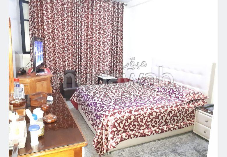 شقة للشراء بوسط المدينة. 2 غرف. باب متين ، طبق الأقمار الصناعية.