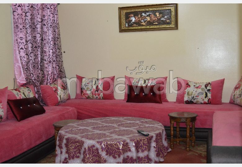 Great apartment for rent in Samlalia. Total area 74 m². Traditional living room and satellite dish system.